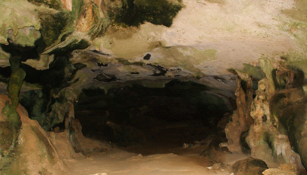 Grot in het Christoffelpark op curacao