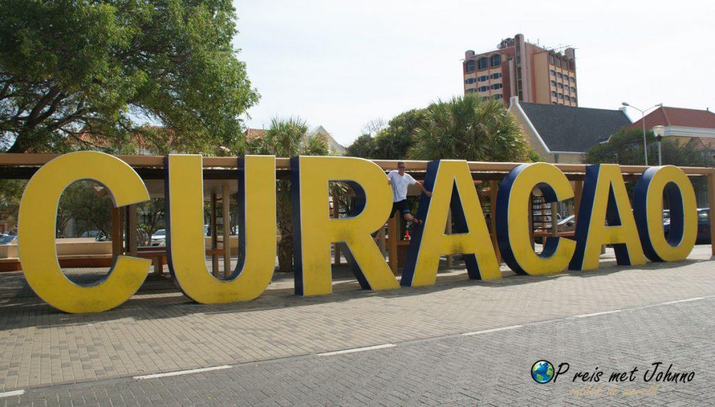 Het Curacao bord in Willemstad.
