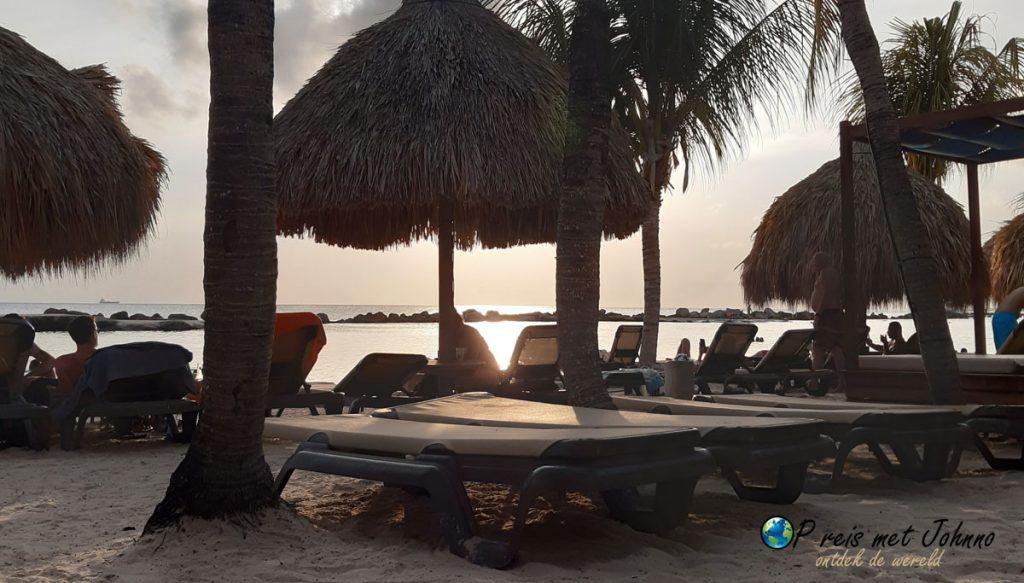 Mambo Beach, een dagje vakantie vieren op het strand.