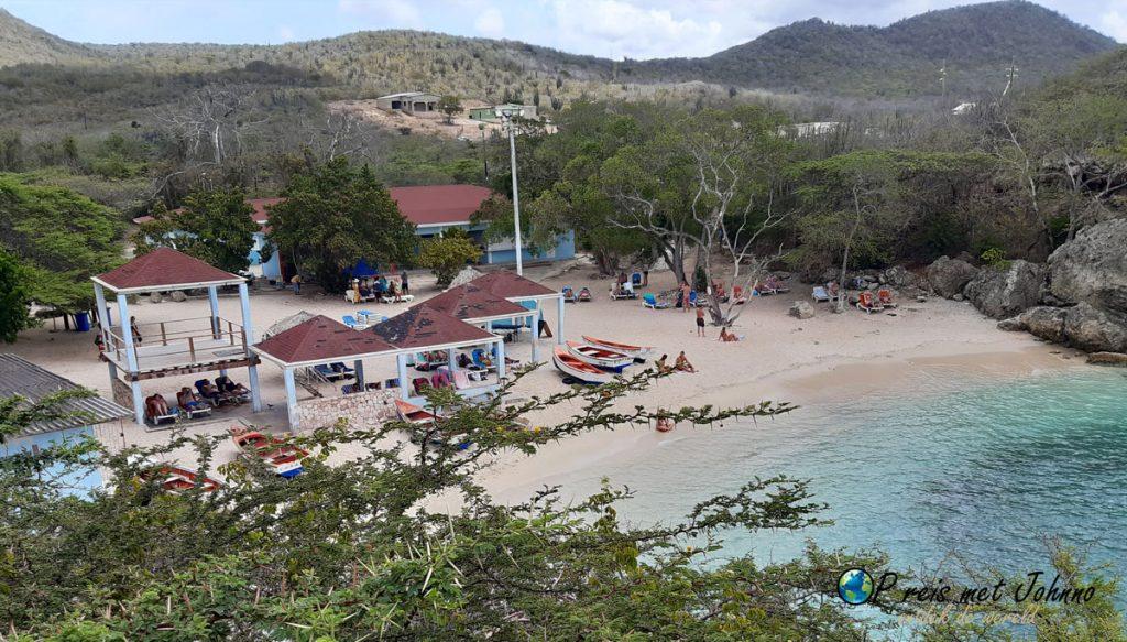 Het strand van Playa Lagun