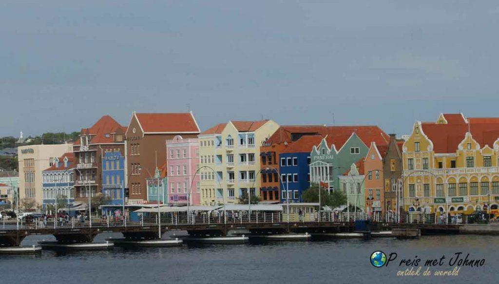 De Handelskade, een van de tips om te zien in Willemstad, curaçao