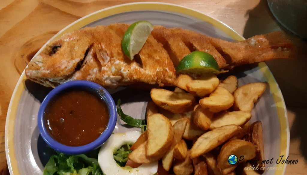 Tip om te doen in Curaçao. Vis eten bij een lokaal restaurant.