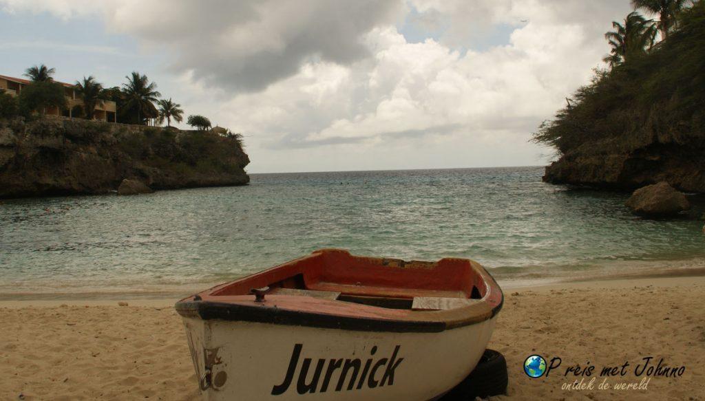 De uitzicht vanaf het strand op Playa Lagun
