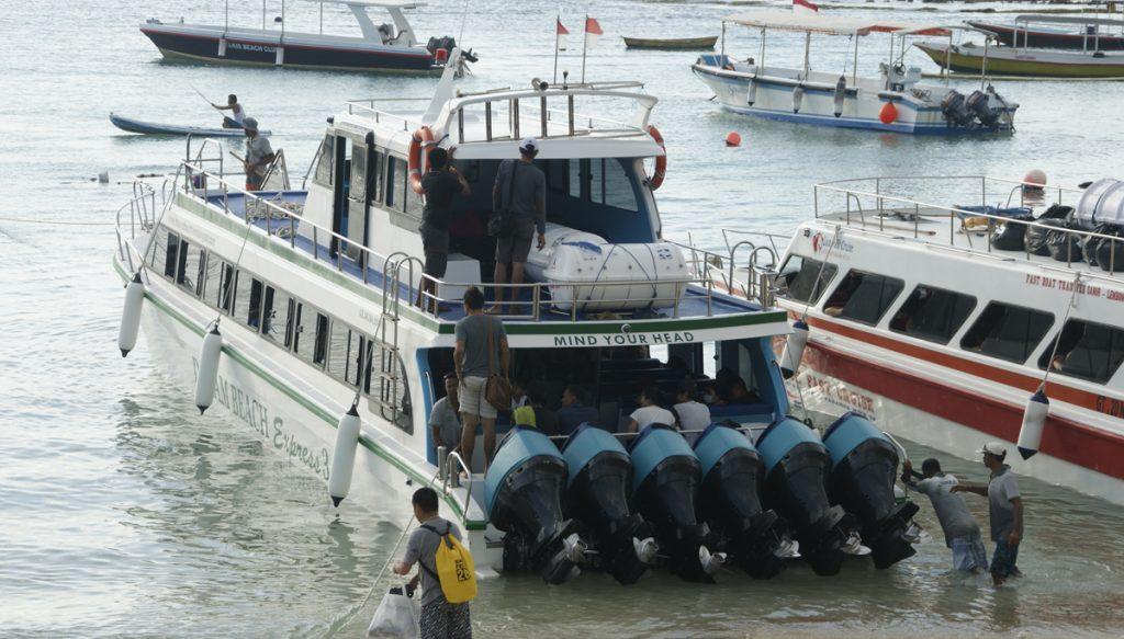 De fastboot naar Nusa lembongan