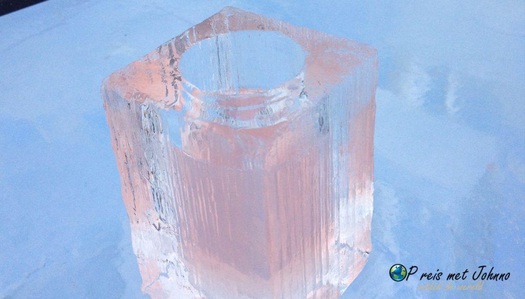 Shotjes in een ijsglas in het Icehotel in Zweeds Lapland