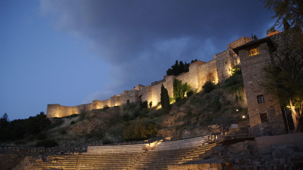 Moorse kasteel Alcazaba met de romijnse theater