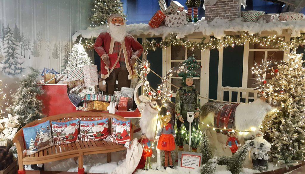 Een kerstdecor van de kerstshow bij global garden