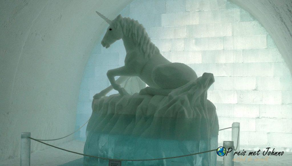 Een unichorn in het Icehotel van Zweeds Lapland