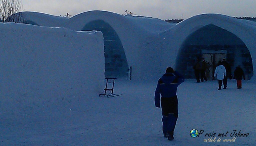 De voorkant van het Icehotel in Zweeds Lapland