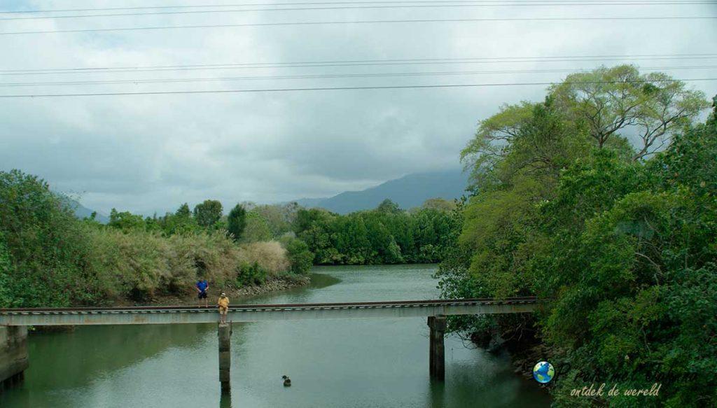 De brug opweg naar daintree regenwoud, hier kan je krokkodillen spotten