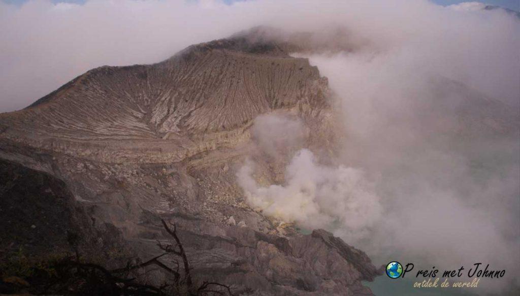 Uitzicht op het kraterlandschap bij KAwah Ijen