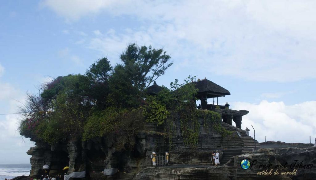 vanaf het hek kom je niet verder de Pura Tanah Lot tempel in