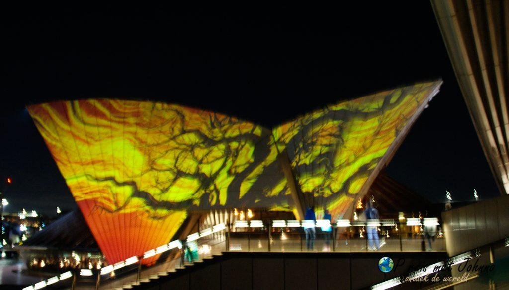 Het operahouse in Sydneyin verlichting in de Oostkust van Australie