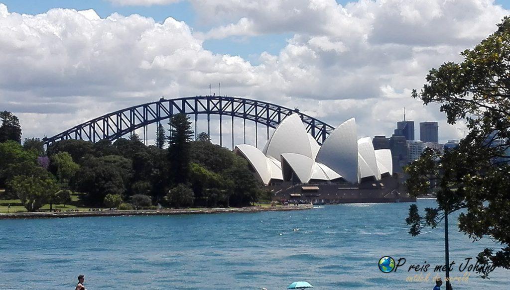 Het operah house en harbour bridge Sydney, hoogtepunt van de oostkust van Australië