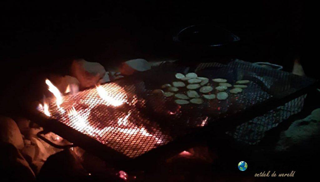 Idere avond een braai tijdens het vrijwilligerswerk in Zuid Afrika