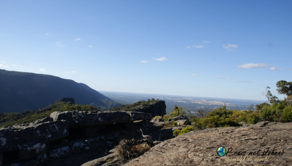 the pinnacle look out in de grampians national park.